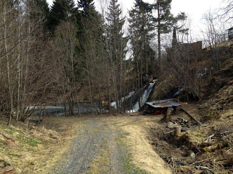 Veien fra Betel bedehus og ned til Byåa.